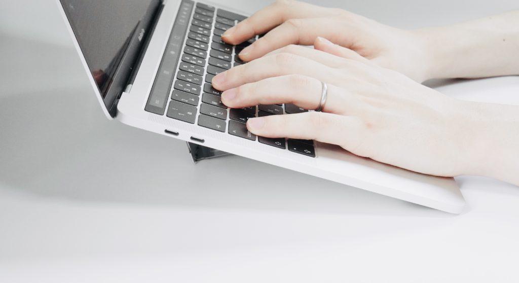 MacBookに最適なMajextand