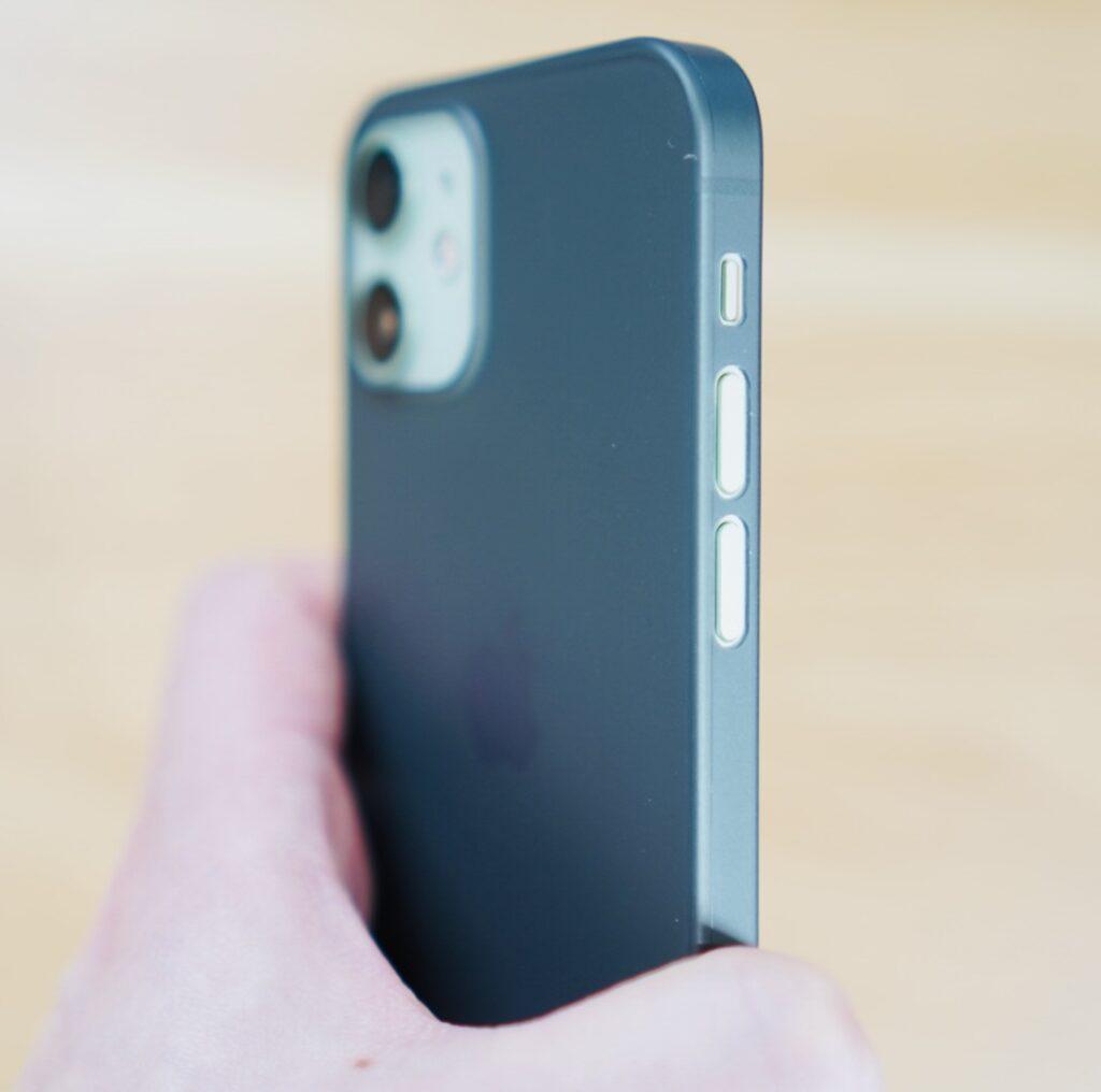 スモークブラック × iPhone 12 mini グリーン