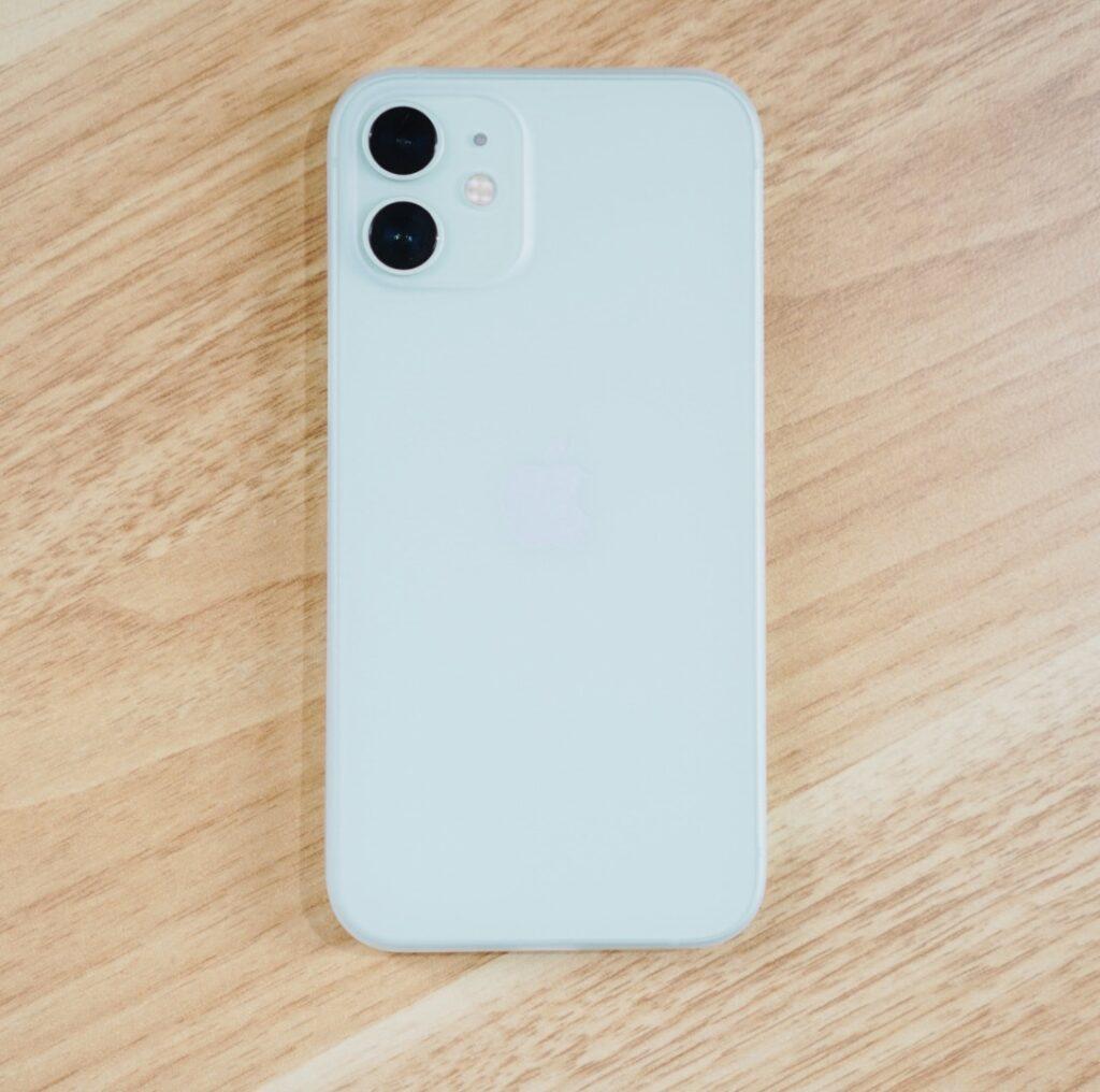 アイスホワイト × iPhone 12 mini グリーン