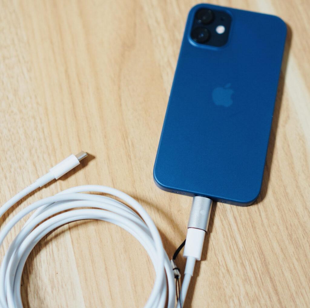 USB-CケーブルでiPhoneを充電