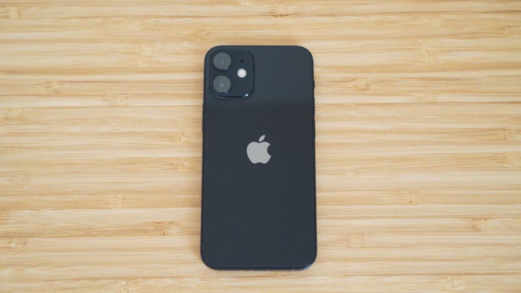 小型で軽いiPhone 12 mini